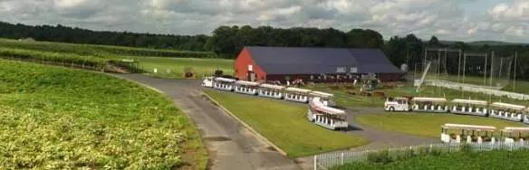 在美国最古老的农场,坐着小火车来一场采摘.webp.jpg