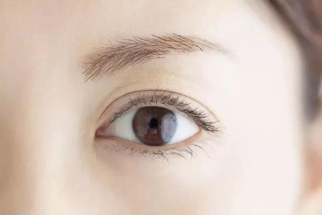 当心!一旦眼睛出现这8种症状,可能是大病征兆!.webp.jpg