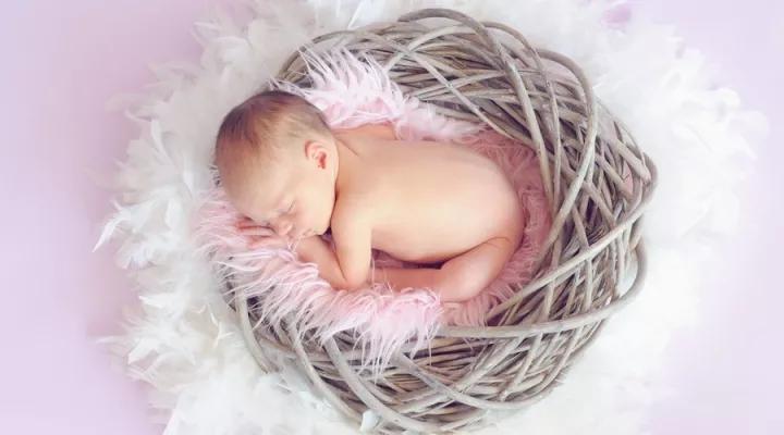 美国首个在移植子宫内孕育的宝宝诞生.webp.jpg