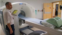 盛诺一家访问英国伦敦国王学院医院2