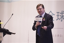 皇家马斯登癌症中心妇科科室主任Thomas Ind做主题演讲