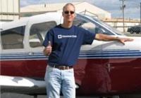 心脏病患者重新驾驶飞机,翱翔蓝天