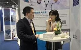 进博会Day1:30秒翻译一份病历,盛诺一家AI系统引来新华社记者直播