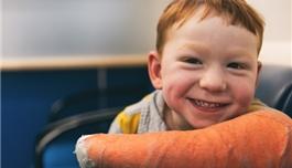 不放弃!波士顿儿童医院的康复训练让脑中风患儿取得惊人进步