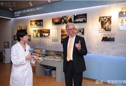 美国联盟医疗体系国际部总裁Dr. Mudge和盛诺一家董事长蔡强先生参观安贞医院 (2)